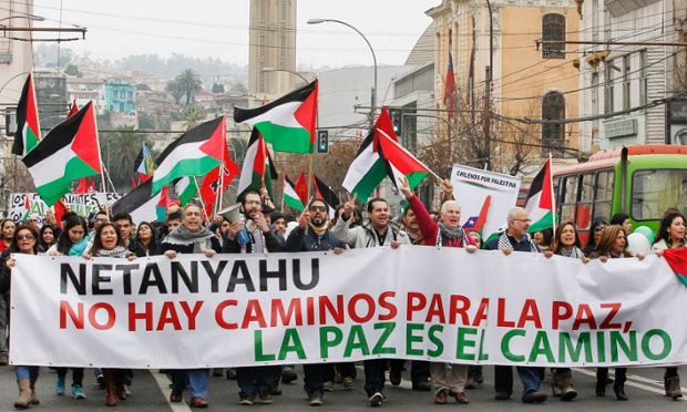 "Members of the Palestine community in Chile hold up a banner during a rally for peace in Gaza, in Valparaiso, northwest of Santiago July 19, 2014. The banner reads as: ""Netanyahu, There is no way to peace, peace is the way"". REUTERS/Eliseo Fernandez (CHILE - Tags: CIVIL UNREST CONFLICT POLITICS)"
